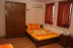 изработка на дървена масивна спалня и гардероб