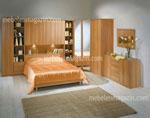 Поръчкова спалня в карамелено с ъглова секция с гардероб и библиотека